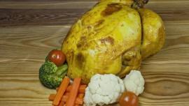 """Smakołyki na wielkanocny stół. Lech jeszcze przyjmuje zamówienia Żywienie, LIFESTYLE - W sklepach z garmażerią ruszają zamówienia na potrawy świąteczne. Największym zainteresowaniem Podlasian tradycyjnie cieszą się swojskie wędliny, faszerowane jaja, żur i pieczony drób. Kto nie ma czasu ich przyrządzić może zamówić """"święta do domu""""."""
